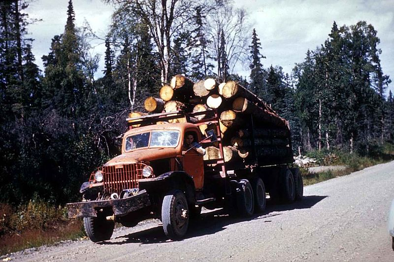 800px-Logging_truck_with_load_of_saw_logs.jpg