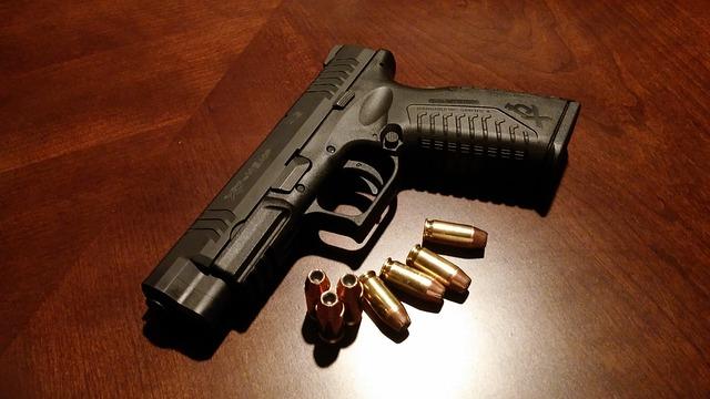 handgun-231696_640.jpg