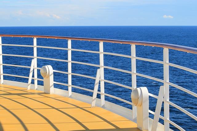 ship-273622_640.jpg