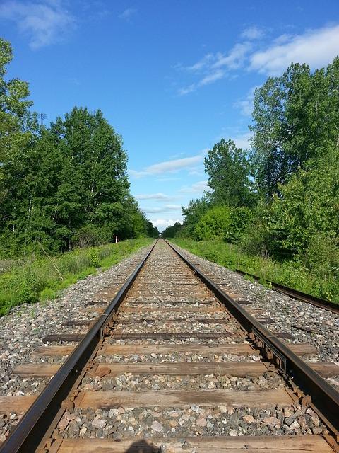 train-165090_640.jpg