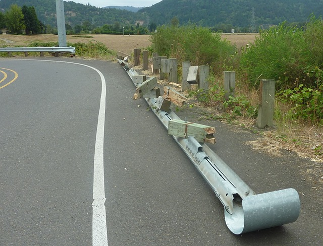 crash-barrier-254028_640.jpg