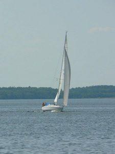 450px-Sailing_boat-225x300