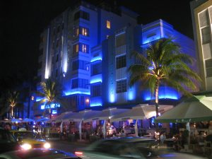 800px-Night_architecture_-_South_Beach,_Miami