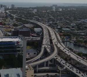 Miami_traffic_aerial_I-95_North_downtown-300x266