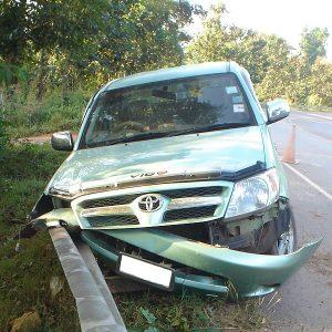600px-Toyota_Hilux_crash_3-300x300