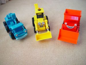 800px-Dizzy_muck_scoop_toys-300x225