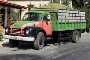 800px-Grape_truck_in_cyprus-300x200