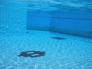 800px-Swimming_pool_underwater_1-300x225