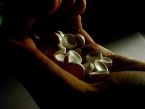 800px-Pills-300x225