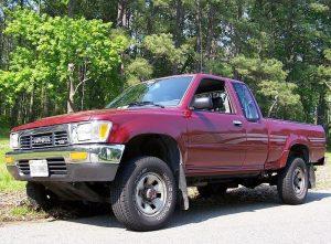 800px-1992_Toyota_V6-300x221