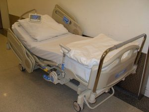 800px-Hospital_Bed_2011-300x225