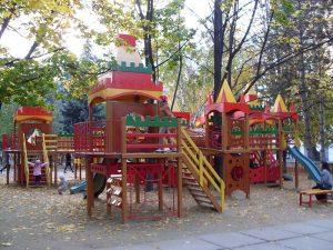 800px-Playground_Chisinau-300x225